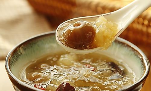 桂圆银耳红枣羹的做法