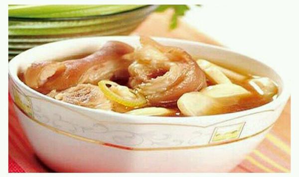 产后系列之猪蹄茭白汤的做法