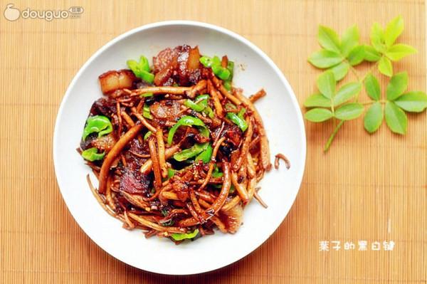 干锅腊肉茶树菇的做法