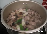 清炖白萝卜牛腩汤的做法图解5