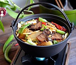 干锅酸笋腊肉的做法