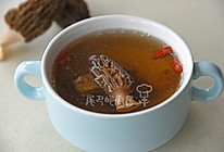 羊肚菌煲排骨汤的做法