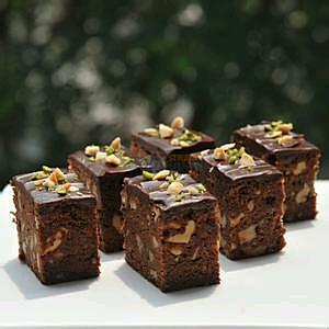 超简单又美味的电饭锅腰果巧克力布朗尼