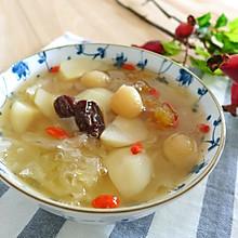 银耳花胶梨汤