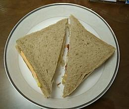 鸡蛋培根奶酪三文治的做法