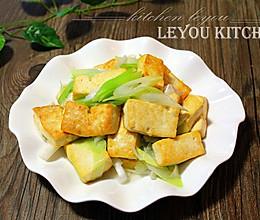 农家葱爆豆腐的做法
