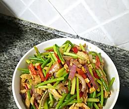蒜苔鸡胸肉的做法