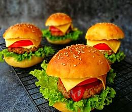 #带着美食去踏青#黑椒牛肉汉堡的做法
