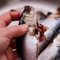 #带着零食去旅行!#干炸海鲫鱼的做法图解2