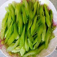 虾仁炒芹菜的做法图解2