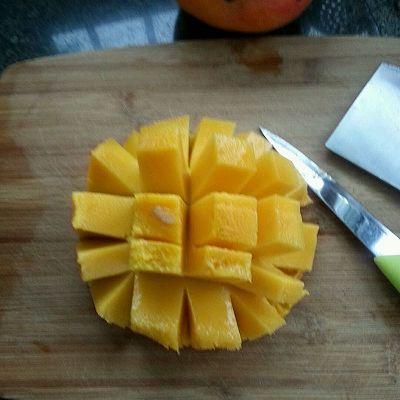 芒果鲜虾沙拉的做法 步骤3