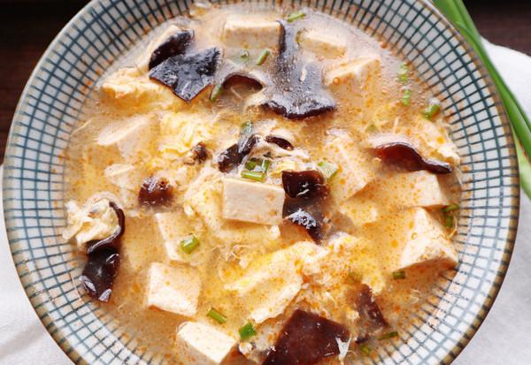 虾头豆腐鸡蛋汤的做法