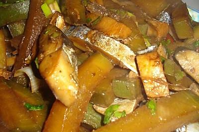 咸鱼炖萝卜