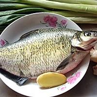 红烧鳊鱼(全程记录图)的做法图解1
