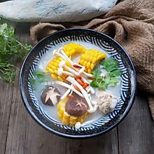 菌菇玉米排骨汤#春天肉菜这样吃#