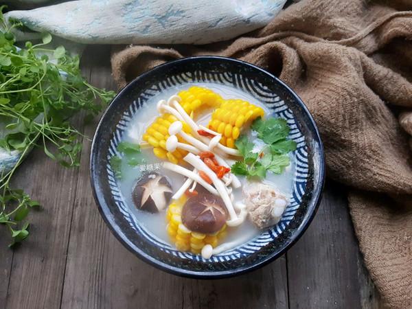 菌菇玉米排骨汤的做法