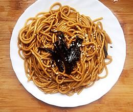 #换着花样吃早餐#葱油赤酱—美味葱油面的做法