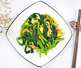 #换着花样吃早餐#菠菜炒鸡蛋,补铁补钙快手家常菜。的做法