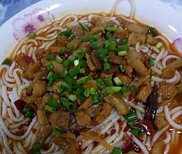 肉酱米线的做法