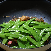 #花10分钟,做一道菜#麻辣章鱼炒荷兰豆的做法图解5