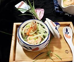 鲜掉眉毛的萝卜大虾汤的做法