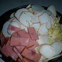 鸡腿菇烧火腿肠的做法图解1