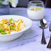#美食新势力#  咖喱馒头鸡胸沙拉
