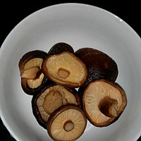 莲藕排骨汤的做法图解2