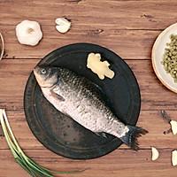 豆瓣鲫鱼 美食台的做法图解1