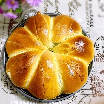 用手撕着吃的肉松面包