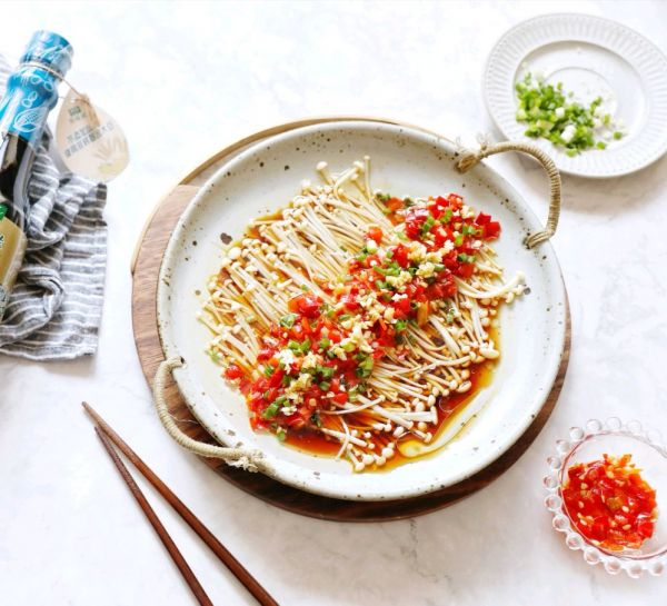 下饭神菜—剁椒蒜泥金针菇的做法