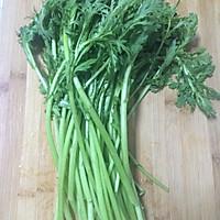 快手菜素炒茼蒿的做法图解1