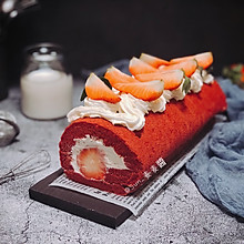 草莓红丝绒蛋糕卷