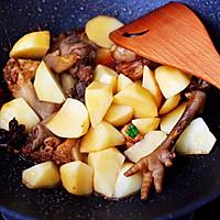 #就是红烧吃不腻!#土鸡土豆粉条一锅炖的做法图解9