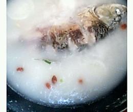 白萝卜鲫鱼汤(for胃病患者)的做法