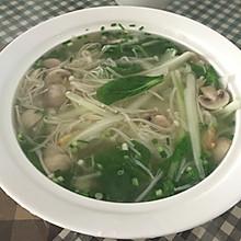 口蘑金针菇白菜汤