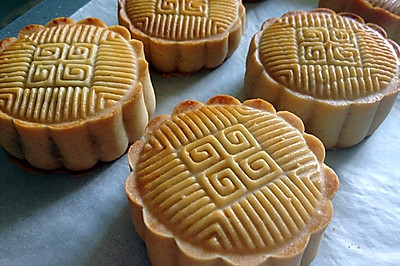 广式月饼—豆沙蛋黄馅