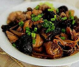 鸡腿烧香菇的做法