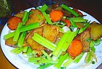 芹菜炒土豆胡萝卜片的做法