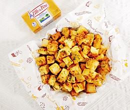 #以美食的名义说爱她#黄油蒜香面包丁追剧小零食的做法