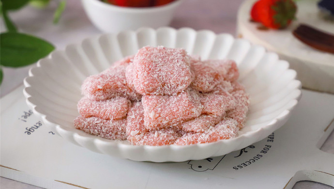 #520,美食撩动TA的心!#椰蓉草莓麻糬