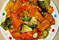 油炸豆腐炒西兰花胡萝卜的做法