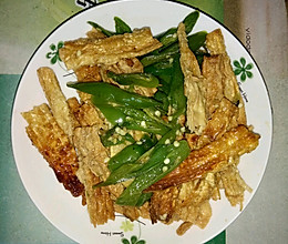 辣椒炒腐竹的做法