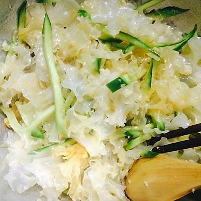 家常凉拌菜无烟健康清爽可口银耳拌黄瓜丝