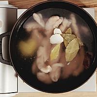 爆炒肥肠 美食台的做法图解1
