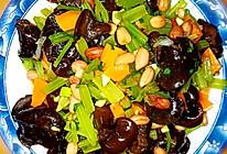凉拌木耳芹菜花生米小菜的做法