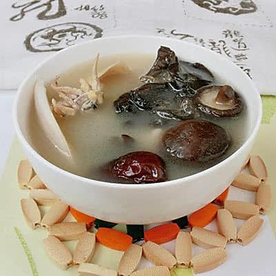 香菇木耳墨鱼汤