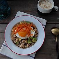 健康减脂早餐—鸡脯肉牛油果拌三色藜麦