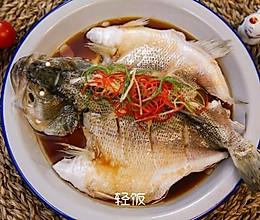 清蒸鲈鱼丨鱼肉鲜嫩多汁!!!!的做法