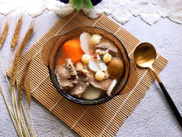 胡萝卜莲子芡实猪舌汤的做法